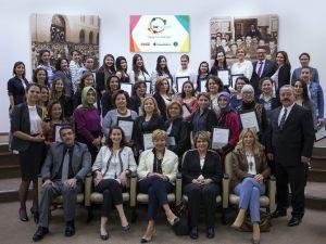 'Kız Kardeşim' Eğitimine Katılan İzmirli Kadınların Sertifika Heyecanı
