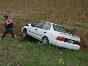 Otomobil Şarampole Uçtu : 4 Yaralı