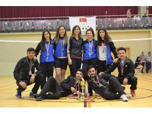 Uşak Üniversitesi Badminton Takımı 1. Lig'e Yükseldi