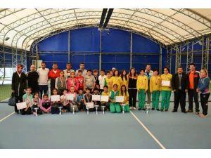 Kırşehir'de Küçükler Tenis Turnuvası sona erdi