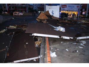 Ereğli'de fırtına çatıları uçurdu, ağaçları yıktı
