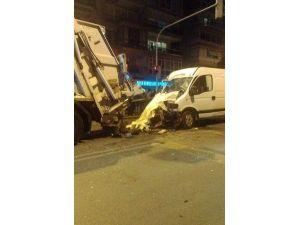 Minibüs Çöp Konteynerine Çarptı: İki Ölü