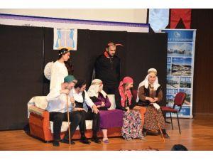 Sarı Naciye İsimli Tiyatro Gösterisi Yapıldı