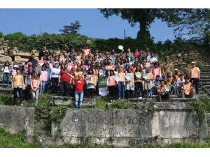 Öğrenciler Tarihi 40 Basamakları Temizledi