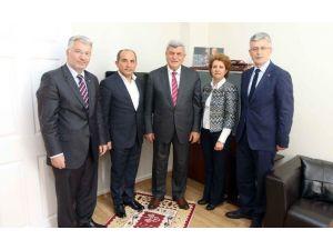 Başkan Karaosmanoğlu, Belediye Meclis Üyesi Hüseyin Yılmaz'ı Ziyaret Etti