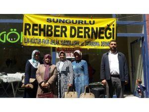 Sungurlu'da Eğitim Gönüllüleri Kermes Açtı