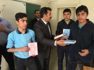 Ensar Vakfı Muş Şubesi, 210 Öğrenciye Kur'an-ı Kerim Dağıttı