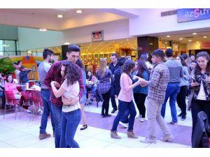 Yeşilyurt AVM'de Dans Etkinliği