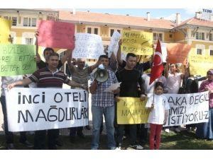 Maaş Ve Tazminatlarını Alamayan Otel Çalışanları Eylem Yaptı