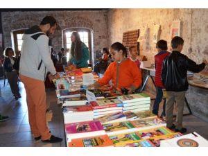 Ayvalıklı Çocukların Kitap Şenliği Coşkusu