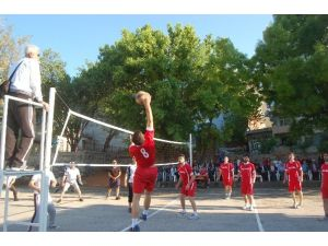 Lapseki Kaymakamlığı Voleybol Turnuvası Başladı