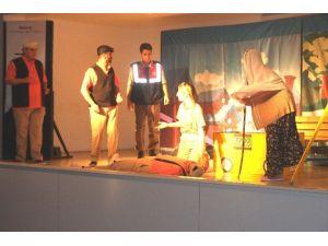 Öğrencilere Tiyatro İle Trafik Eğitimi