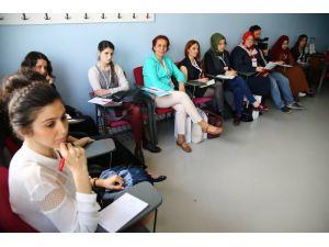 Öğrenciler 'Gönüllülük Akademisi'yle hayata destek olacak
