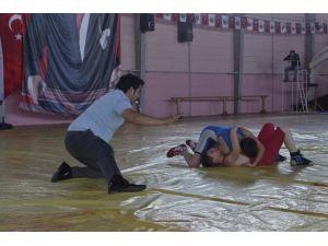İlçeler Arası Güreş Turnuvası Yapıldı
