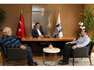 Başkan Kocadon'a Kivi Hediye Ettiler