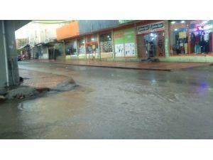Silvan'da Sağanak Yağış Hayatı Olumsuz Etkiledi