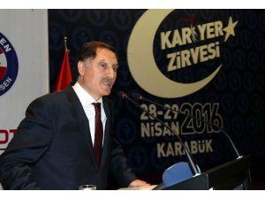Cumhurbaşkanı Başdanışması Malkoç Öğrencilere Yeni Anayasa Beklentilerini Anlattı