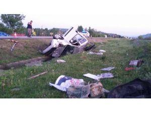 Araç Yol Kenarındaki Su Kanalına Yuvarlandı: 1 Yaralı