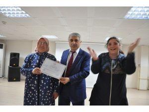 İşaret Dili Kursiyerleri Belgelerini Aldı