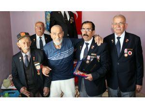 Savaştan 66 yıl sonra onur madalyası verildi