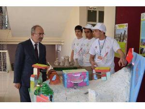 Başkan Gülcüoğlu Genç Bilim Adamlarının Projelerini İnceledi
