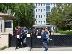 Diyarbakır'da Silahlı Soygundan Aranan 2 Kişi Yakalandı