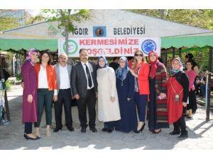 Iğdır Üniversitesi Ve Iğdır Girişimci Kadınlar Derneği Kermes Düzenledi