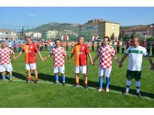 Efsane Futbolcular Terör Ve Madde Bağımlılığına Tepki İçin Sahaya Çıktı