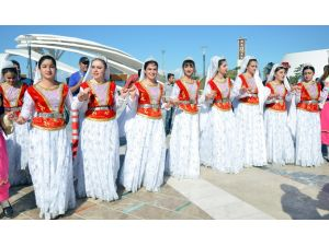 EXPO 2016 Antalya'da 1000 öğrenci 'birlik ve barış halayı' çekti