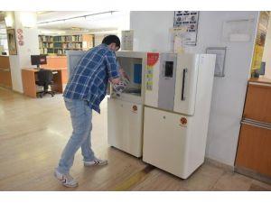 """Anadolu Üniversitesi Kütüphanesi'nde """"Book Shower"""" Devri"""