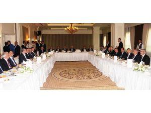Bakan Elitaş, STK Ve Kanaat Önderleriyle Yemekte Buluştu