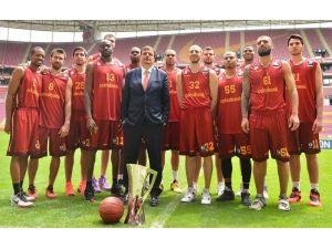 Galatasaraylı basketçiler Türk Telekom Arena'da buluştu