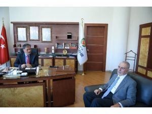 Ömer Tuğrul İnançer, Büyükşehir Belediye Başkanı Ahmet Çakır'ı Ziyaret Etti