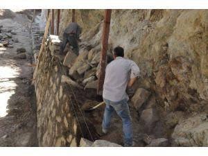Nazilli'de Ketendere Mahallesine İstinat Duvarları Yapılıyor