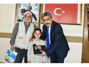 Minik Zeynep, Başkan Alıcık'ı Duygulandırdı