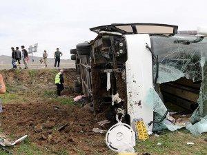 Erzurum'da İran plakalı yolcu otobüsü devrildi: 20 yaralı