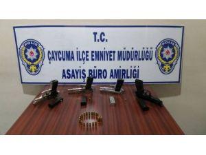 Polis Ekipleri Silah Ele Geçirdi