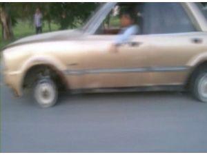 Tekerleği Olmayan Otomobili Ana Yolda Böyle Çektiler
