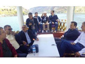 Basın Mensupları Fırat Nehrinde Tekneyle Tarihe Yolculuk Yaptı