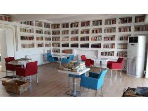 """Eruhlu Gençler İçin """"Kitap Kafe"""" Açıldı"""