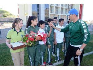 Öğrencilerden, Alima Yeni Malatyaspor'a Moral Ziyareti