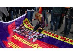 Bakırköy Marmara Forum önünde afiş arbedesi