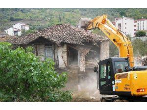 İzmit, Eski Yapılardan Temizleniyor