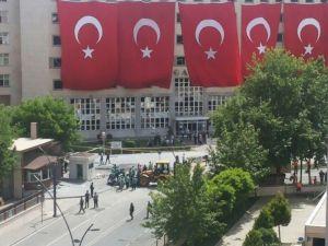 Gaziantep'te Bombalı Saldırıda Kullanılan Aracın Enkazı Kaldırıldı