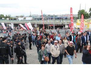 Bakırköy Pazar Alanındaki Gruplar Dağılıyor