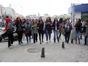 Taksim'de Halaylı Protestoya Polis Müdahalesi