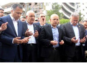 Başbakan Yardımcısı Şimşek Patlamanın Olduğu Yere Karanfil Bıraktı