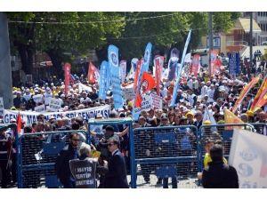 """1 Mayıs'ta Taraftarlardan """"İşçi Bayramında Siyaset Olmaz"""" Tepkisi"""