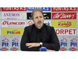 Şampiyon Manisaspor'un Hocası İstifa Etti
