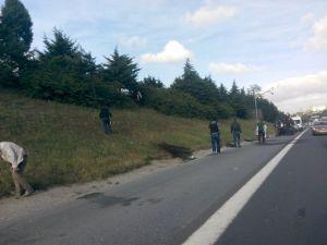 Yol kenarına bırakılan şüpheli paket TEM'i kapattırdı